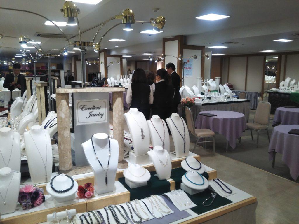 佐世保のTWINKLE西沢6階特設会場では、ジュエリーフェア/春の大宝飾展を開催中!多数の御品を全国から集め、直にお手に取ってご覧いただけます。